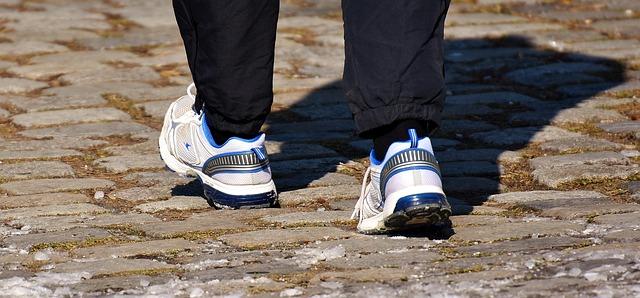 ランナーの足元を写した画像