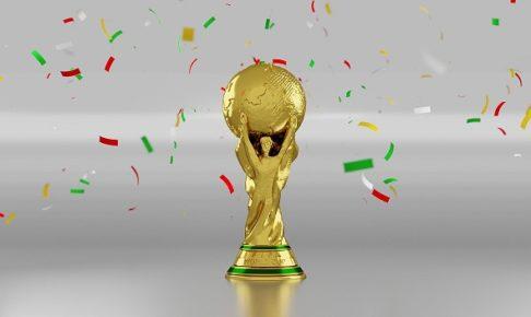 紙吹雪が舞う中央にサッカーのワールドカップがあるイラスト