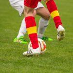 サッカーのフェイントとは?ドリブルが上手くなる3つの原理。レジェンドたちのプレーから学ぶ!