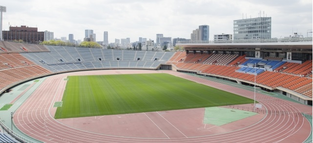 サッカー全国選手権大会で使われていた国立競技場を高い位置から撮影した風景