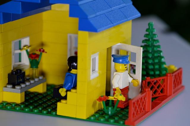 LEGOブロックで作った家や人など