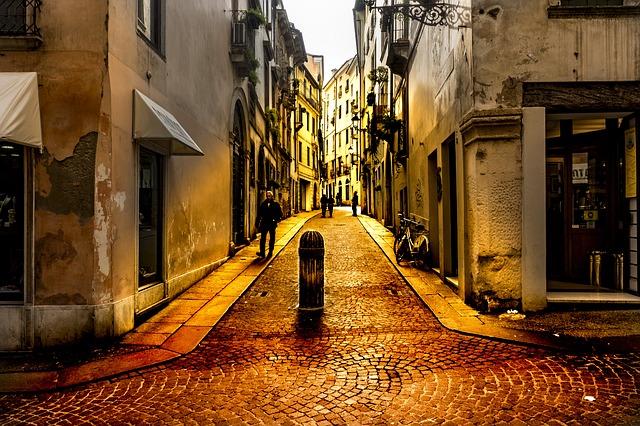イタリアにあるヴィチェンツァの路地