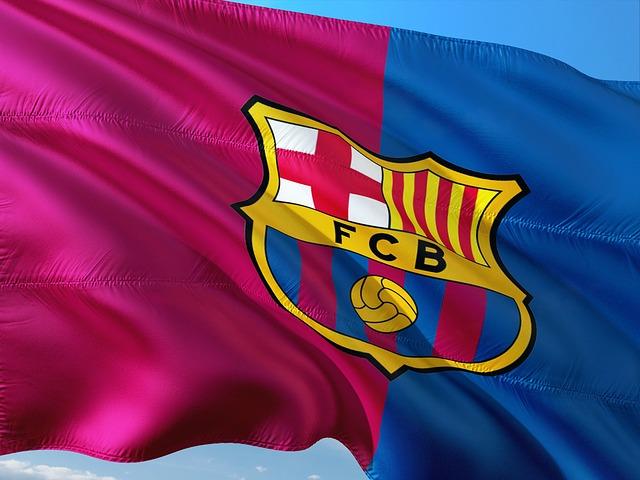 FCバルセロナのクラブフラッグが風でなびいている画像