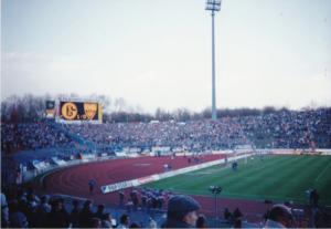 シャルケ04とシュツットガルトの試合前をスタンドから撮影した風景